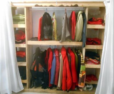 dressing en palette dressing avec des palettes de bois 12. Black Bedroom Furniture Sets. Home Design Ideas